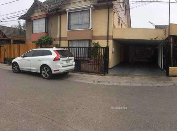 Arriendo casa de 3 pisos, en condominio, ciudad satélite, maipú. 200m2 const