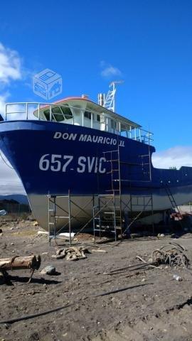 Barco de acero nuevo