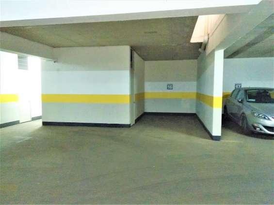 Fotos de Estacionamiento y bodega continuos